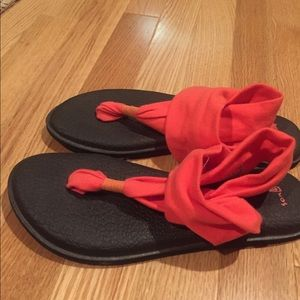 Like new Sanuk sandals 7